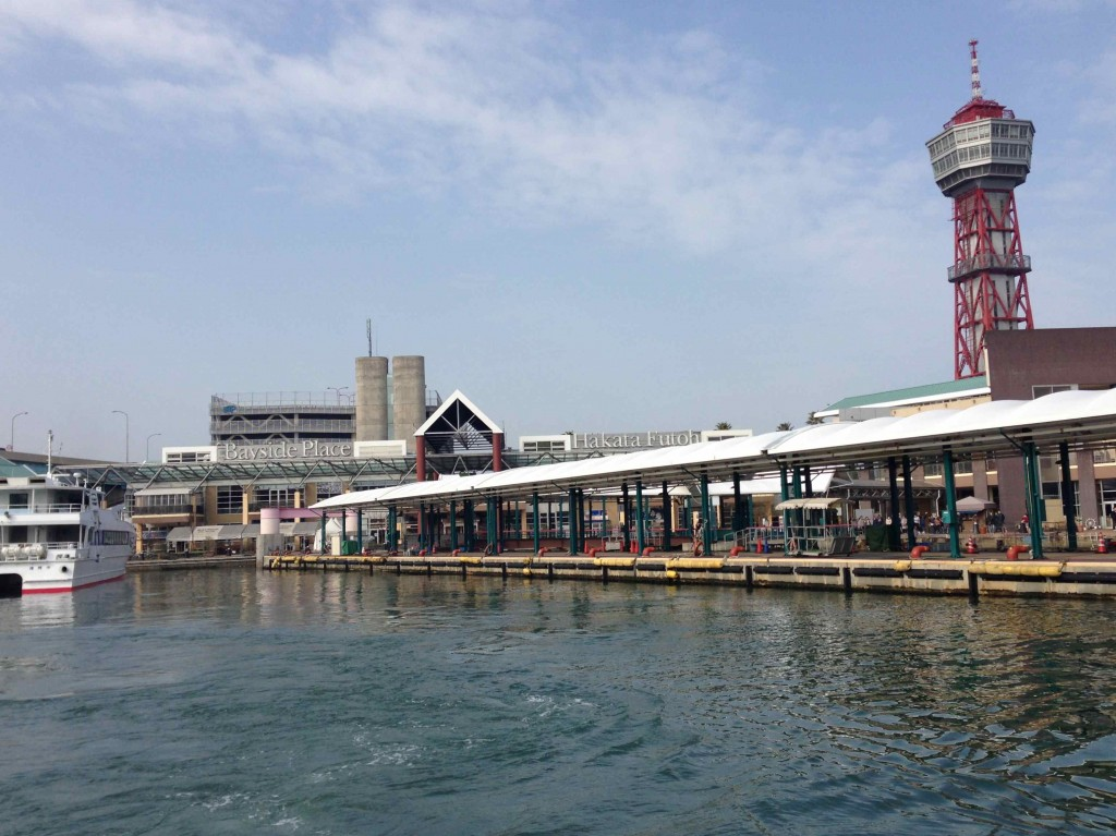 志賀島までは、ベイサイドプレイスからフェリーに乗って20分。行ってきま〜す!