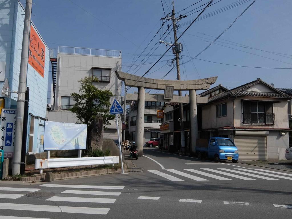 今回のイベントを主催しているシカシマサイクルは、志賀海神社の鳥居のそばにあります。