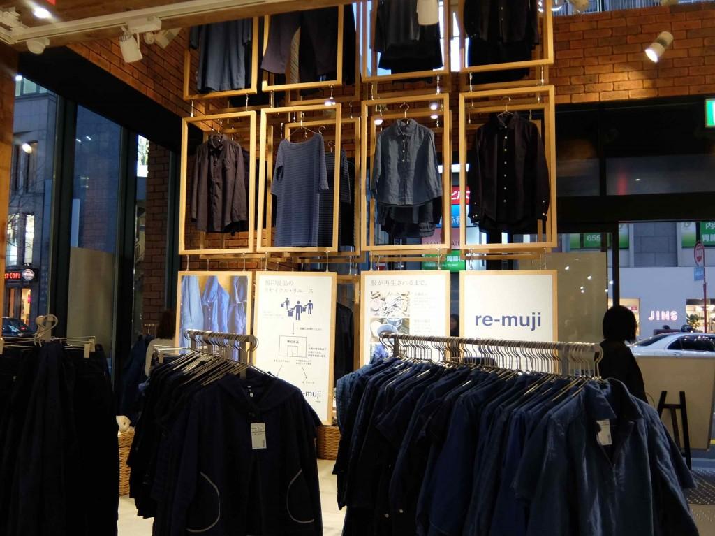 FUKU-FUKUプロジェクトで回収した衣服を染め直したre-muji。古着だからこその風合いがかわいいですね。