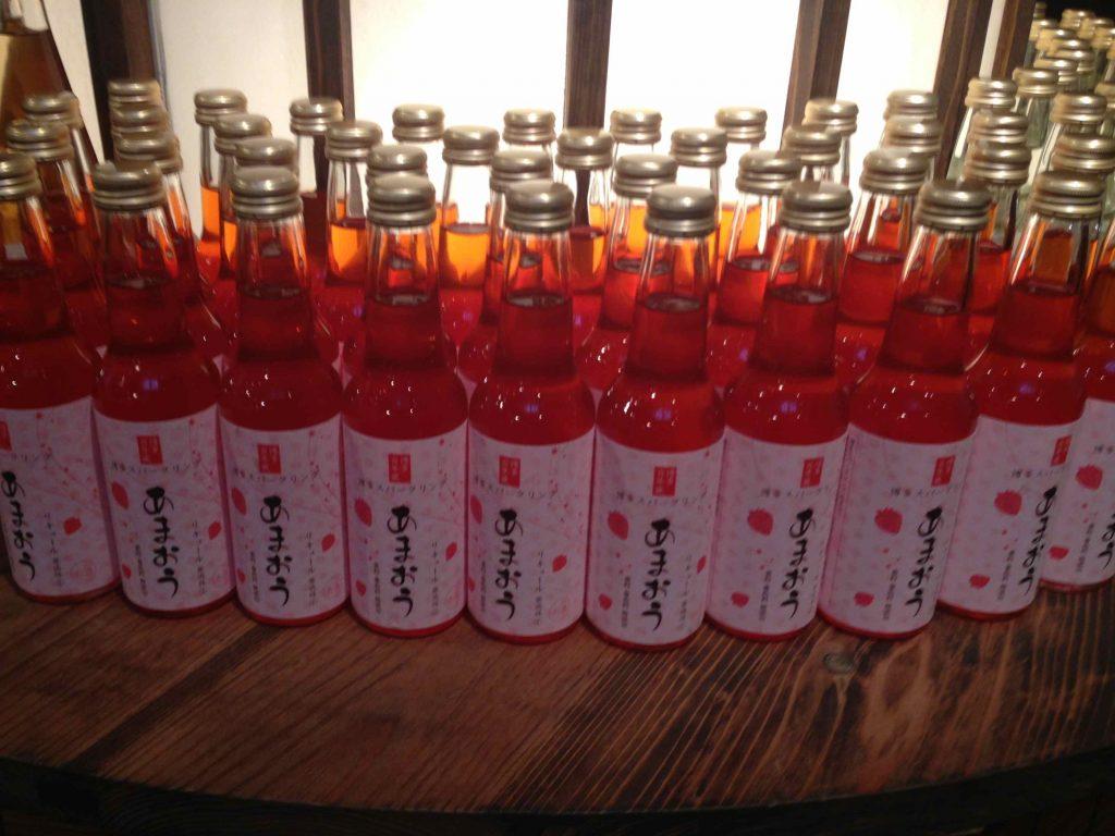 あまおうのお酒は、女性に人気のフルーティーなスパークリングのお酒です。今日から今年つくった分が店頭に並んだとのこと。