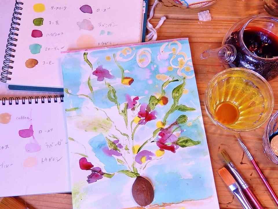 100%天然の絵の具で絵を描いてみましょう。こんなにもきれいな色が出せるんですね!