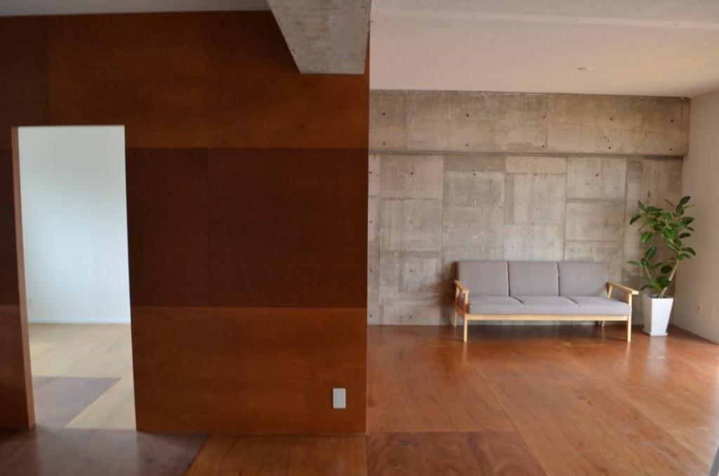 1階102号室。まっさらな状態で引き渡されるのであとは自由に自分の暮らしにあわせた空間づくりを楽しむだけ!同じ建物内でも入居者のライフスタイルによって随分と違う印象に仕上がるのだから面白い