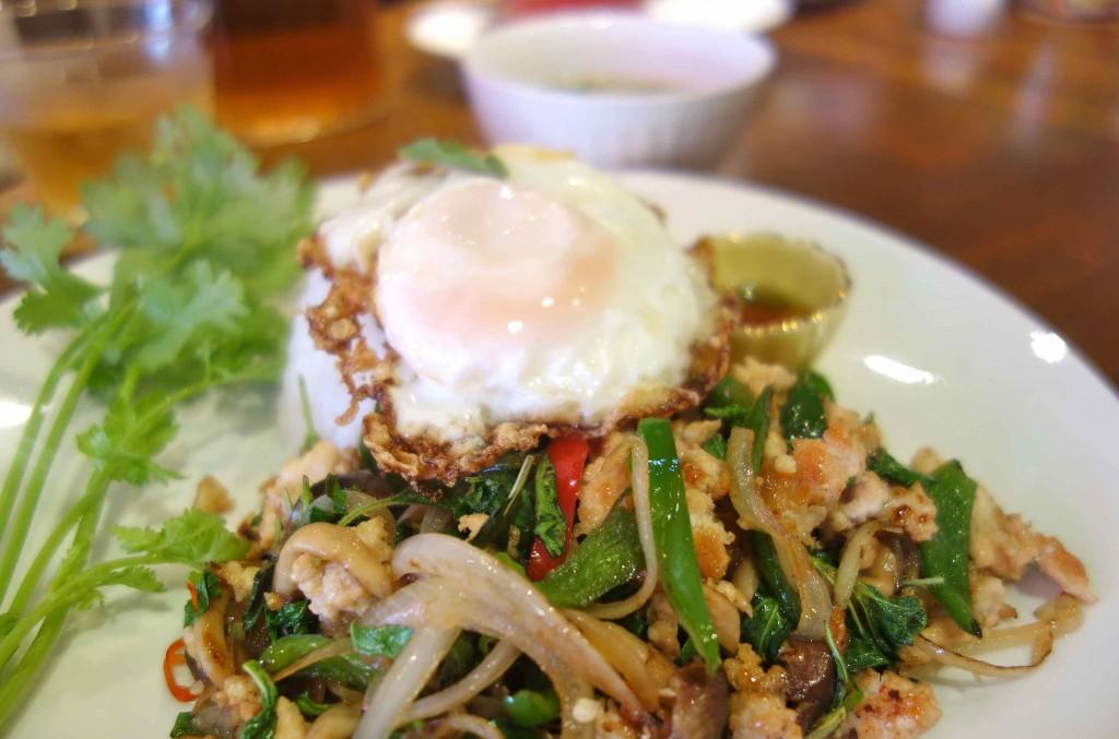 タイの定番「ガパオライス」。辛さは、好みに合わせて調整してくださいます。